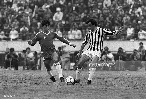 Michel Platini of Juventus is fighting for the ball against Claudio Borghi of Argentinos Juniors during the 6th Toyoto European/South American Cup...