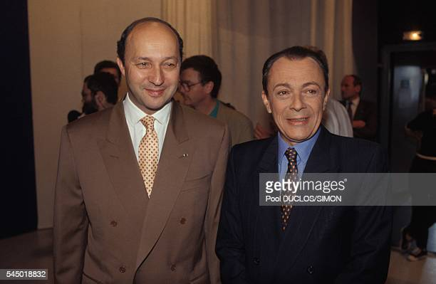 Michel Rocard avec le Premier secrétaire du Parti socialiste Laurent Fabius est l'invité de l'émission télévisée politique 'L'Heure de vérité' sur...