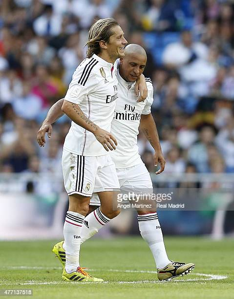 Michel Salgado of Real Madrid Leyendas embraces Roberto Carlos during the Corazon Classic charity match between Real Madrid Leyendas and Liverpool...