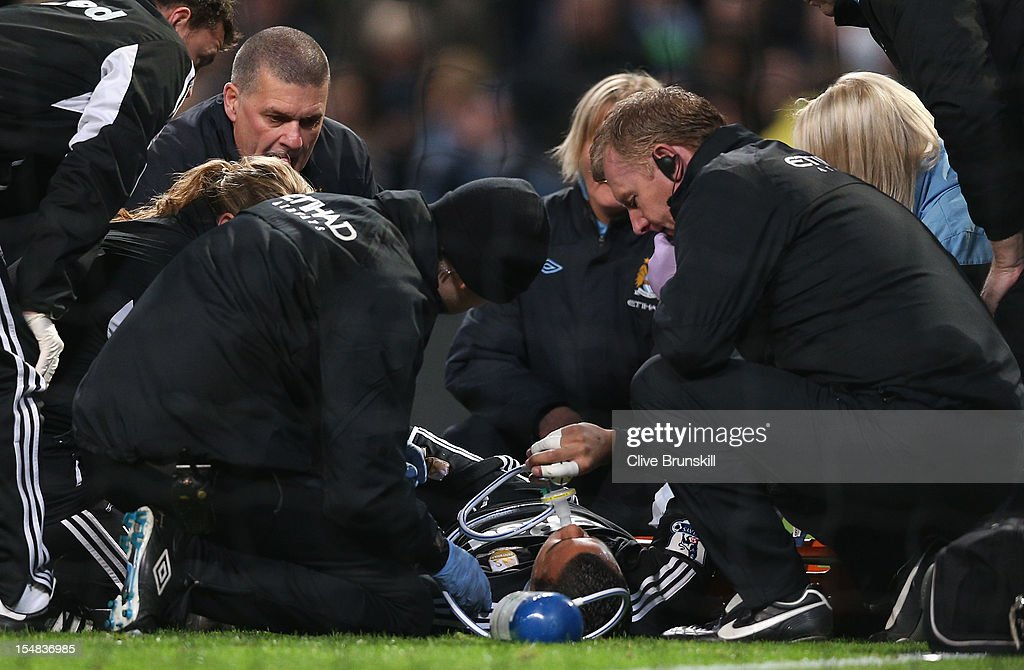 <a gi-track='captionPersonalityLinkClicked' href=/galleries/search?phrase=Michel+Vorm&family=editorial&specificpeople=6243381 ng-click='$event.stopPropagation()'>Michel Vorm</a> of Swansea City receives oxygen after sustaining an injury during the Barclays Premier League match between Manchester City and Swansea City at the Etihad Stadium on October 27, 2012 in Manchester, England.