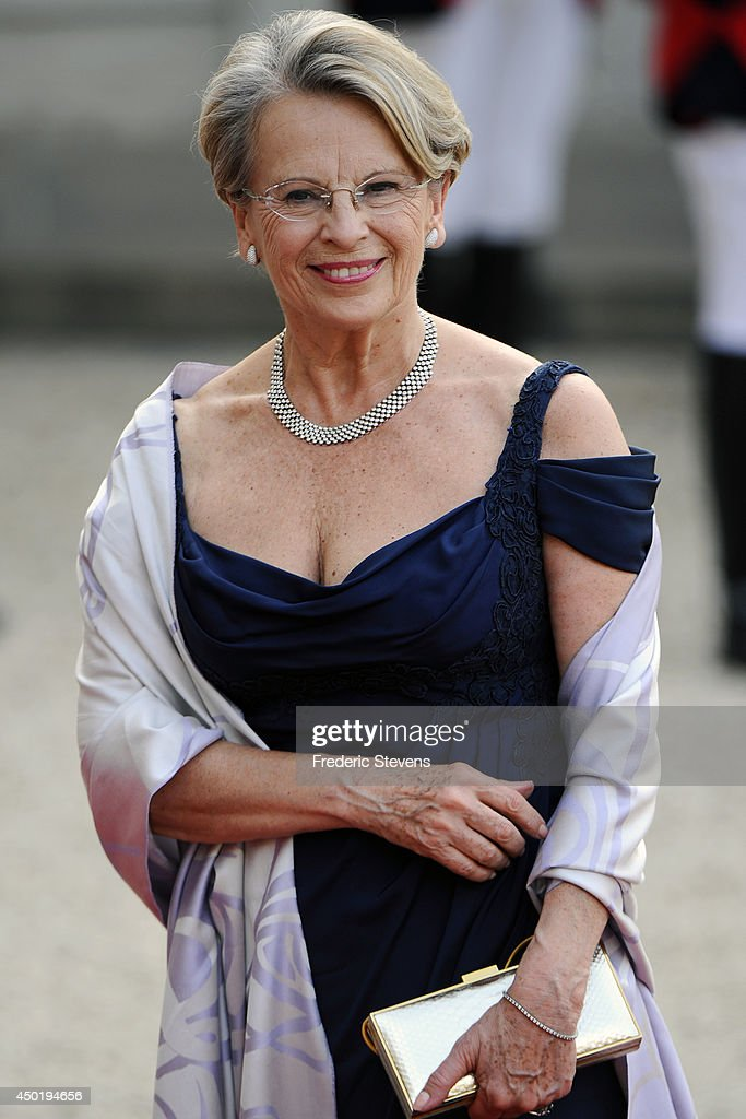 <a gi-track='captionPersonalityLinkClicked' href=/galleries/search?phrase=Michele+Alliot-Marie&family=editorial&specificpeople=536962 ng-click='$event.stopPropagation()'>Michele Alliot-Marie</a> arrives at the Elysee Palace for a State dinner in honor of Queen Elizabeth II, hosted by French President Francois Hollande as part of a three days State visit of Queen Elizabeth II after the 70th Anniversary Of The D-Day on June 6, 2014 in Paris, France.