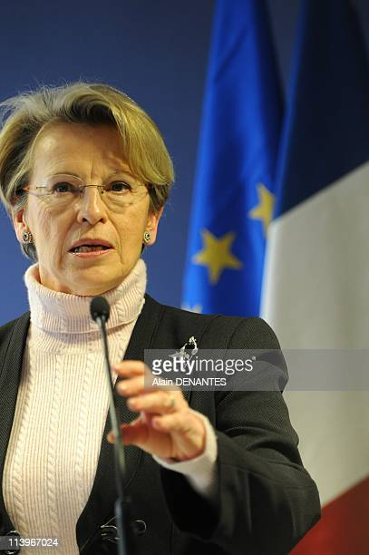 Michele AlliotMarie visits a laboratory specialized in genetic fingerprintings In Nantes France On March 09 2009Speech of Michele Alliot Marie...