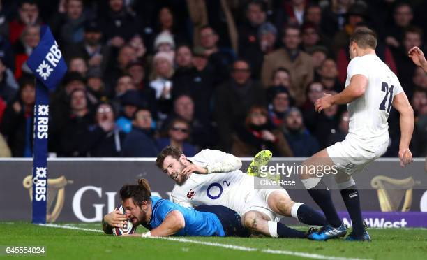 Michele Campagnaro of Italy scores his teams second try during the RBS Six Nations match between England and Italy at Twickenham Stadium on February...