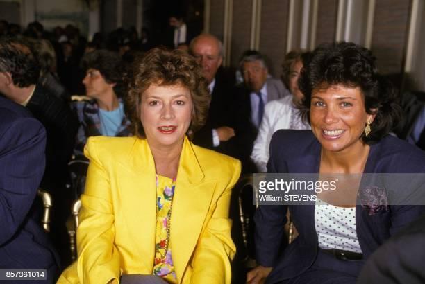 Michele Cotta et Anne Sinclair a la conference de presse de TF1 le 30 aout 1988 a Paris France