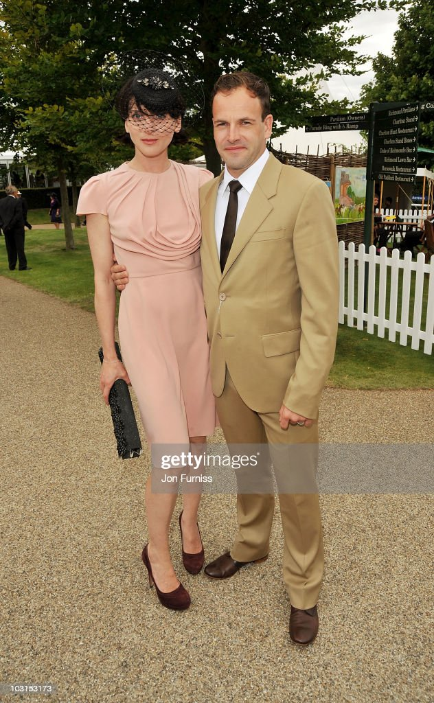 <a gi-track='captionPersonalityLinkClicked' href=/galleries/search?phrase=Michele+Hicks&family=editorial&specificpeople=707706 ng-click='$event.stopPropagation()'>Michele Hicks</a> (L) and Johnny Lee Miller attend Ladies Day at the Glorious Goodwood Festival at Goodwood on July 29, 2010 in Chichester, England.