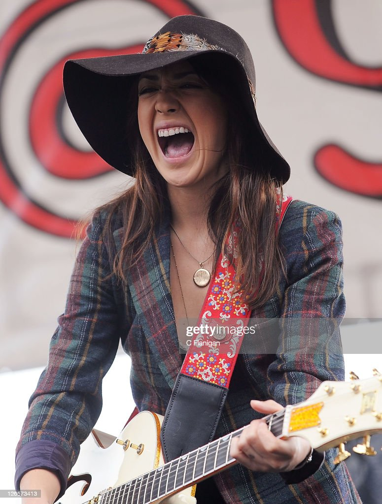 <a gi-track='captionPersonalityLinkClicked' href=/galleries/search?phrase=Michelle+Branch&family=editorial&specificpeople=209165 ng-click='$event.stopPropagation()'>Michelle Branch</a> performs during the 2011 97.3 Alice Radio's Now & Zen Festival at Golden Gate Park on September 25, 2011 in San Francisco, California.