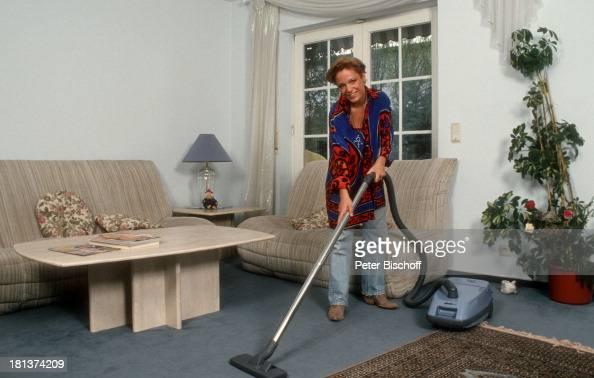 Michelle Homestory Rödermark Hessen Bayern Deutschland Europa Wohnzimmer staubsaugen Staubsauger Hausarbeit putzen SchlagerSängerin