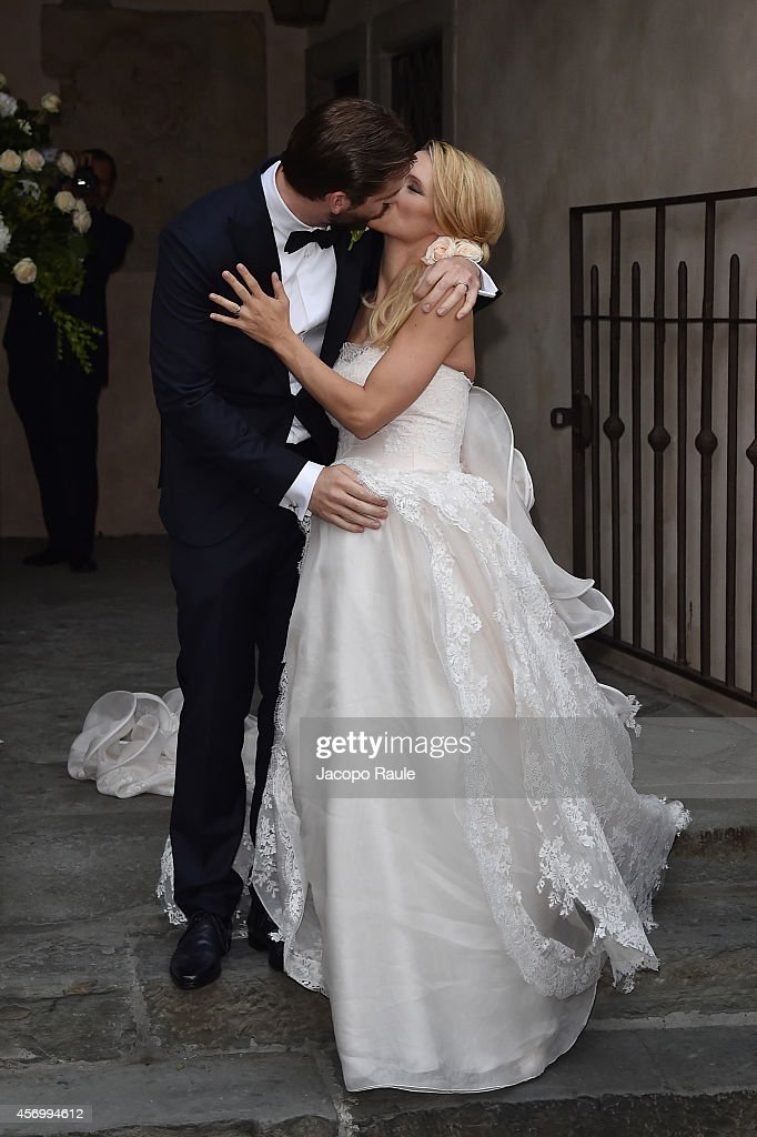 Michelle Hunziker and Tomaso Trussardi kiss after their wedding at Palazzo della Ragione on October 10 2014 in Bergamo Italy