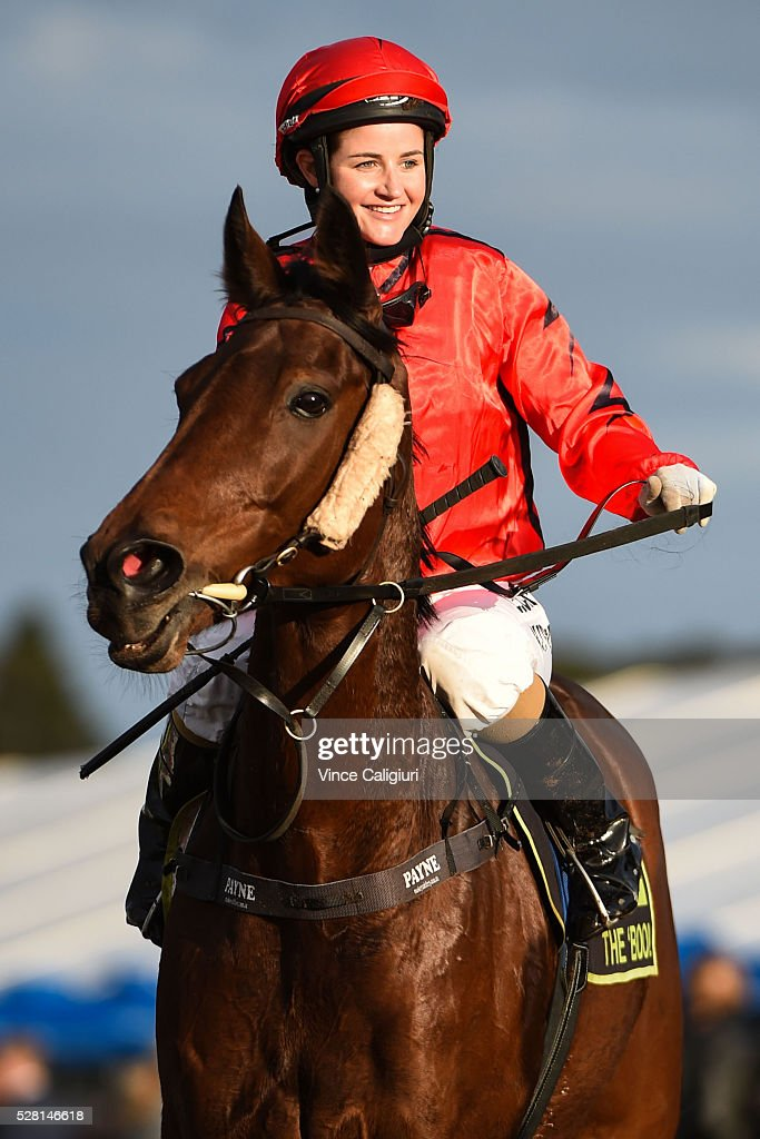<a gi-track='captionPersonalityLinkClicked' href=/galleries/search?phrase=Michelle+Payne&family=editorial&specificpeople=2296250 ng-click='$event.stopPropagation()'>Michelle Payne</a> riding Decoupez after finishing runner up in Race 10 during Brierly Day at Warrnambool Race Club on May 4, 2016 in Warrnambool, Australia.