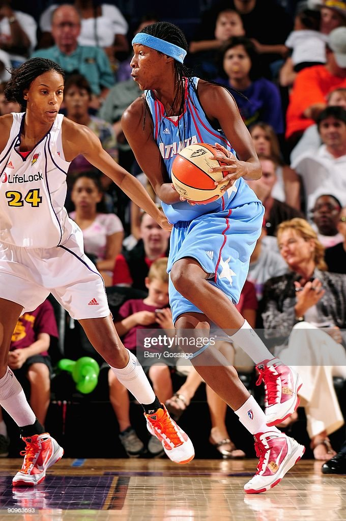 <a gi-track='captionPersonalityLinkClicked' href=/galleries/search?phrase=Michelle+Snow&family=editorial&specificpeople=208195 ng-click='$event.stopPropagation()'>Michelle Snow</a> #2 of the Atlanta Dream drives past DeWanna Bonner #24 of the Phoenix Mercury during the WNBA game on September 5, 2009 at US Airways Center in Phoenix, Arizona. The Mercury won 100-82.