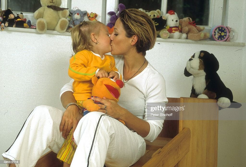 Michelle und Tochter Celine zu Hause am in Köln Deutschland