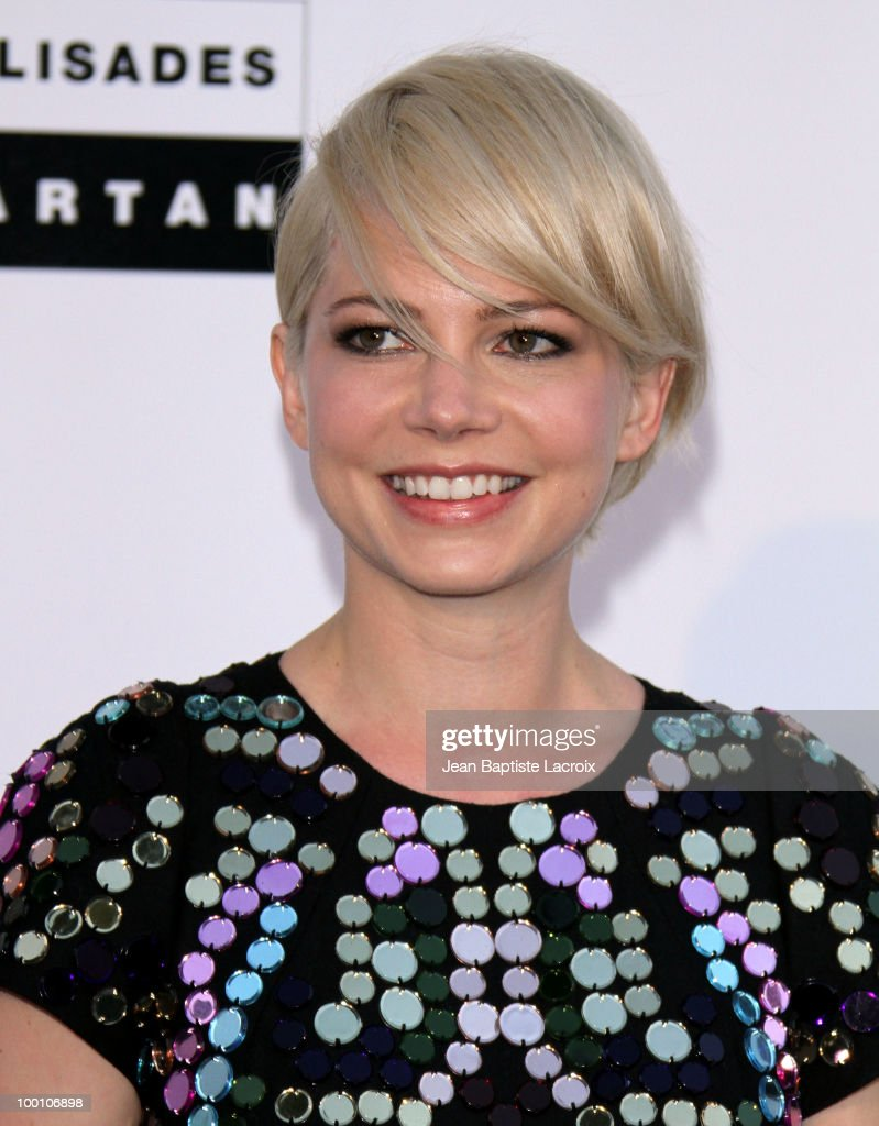 Michelle Williams arrives at amfAR's Cinema Against AIDS 2010 benefit gala at the Hotel du Cap on May 20, 2010 in Cannes, France.