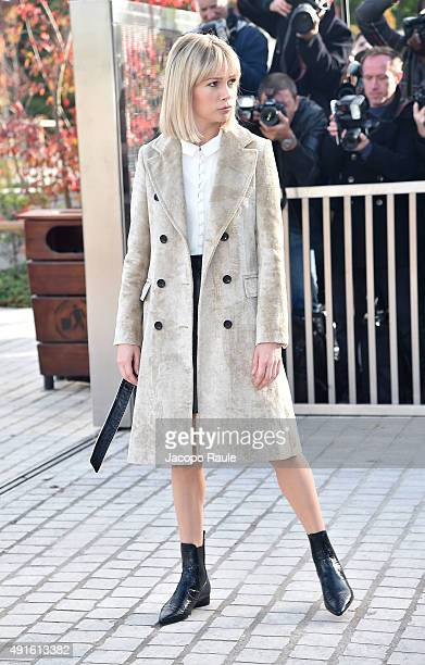 Michelle Williams arrives at the Louis Vuitton Fashion Show during the Paris Fashion Week S/S 2016 Day Nine on October 7 2015 in Paris France