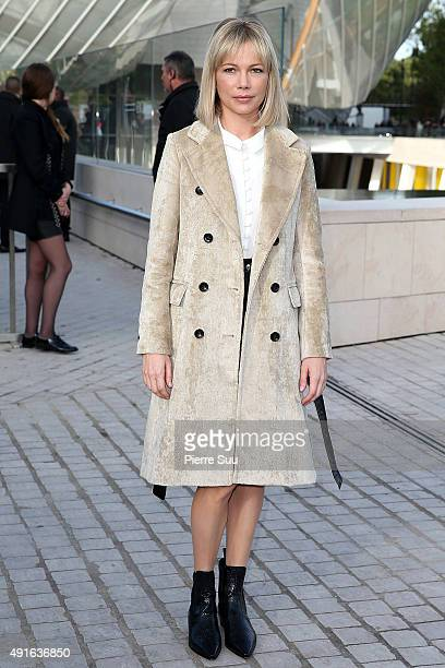 Michelle Williams arrives at the Louis Vuitton show as part of the Paris Fashion Week Womenswear Spring/Summer 2016 on October 7 2015 in Paris France