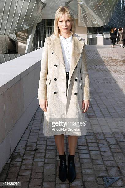 Michelle Williams attends the Louis Vuitton show as part of the Paris Fashion Week Womenswear Spring/Summer 2016 Held at Fondation Louis Vuitton on...