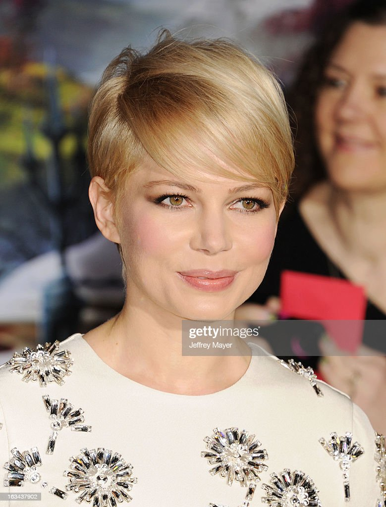 Michelle Williams attends the world premiere of Disney's 'OZ The Great And Powerful' at the El Capitan Theatre on February 13, 2013 in Hollywood, California.