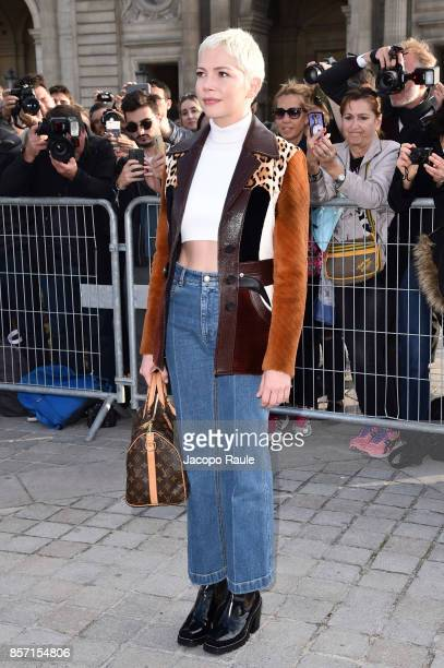Michelle Williams is seen arriving at Louis Vuitton show during Paris Fashion Week Womenswear Spring/Summer 2018 on October 3 2017 in Paris France