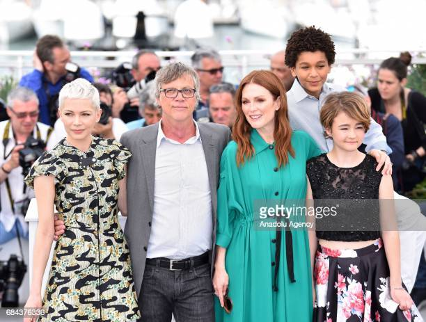 Michelle Williams US director Todd Haynes US actress Julianne Moore US actor Jaden Michael and US actress Millicent Simmonds pose during a photocall...