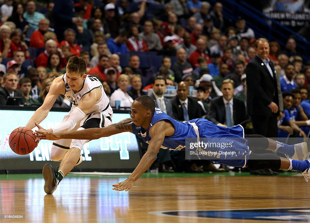 Michigan State's Matt McQuaid left is pressured by Middle Tennessee State's Jaqawn Raymond in the first half during the first round of the NCAA...