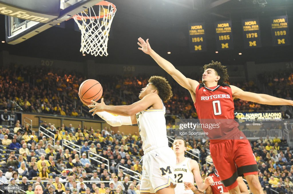 Michigan Wolverines guard Jordan Poole (2) goes in for a layup past Rutgers Scarlet Knights guard Geo Baker (0) during the Michigan Wolverines game versus the Rutgers Scarlet Knights on Sunday January 21, 2018 at Crisler Center Field in Ann Arbor, MI.