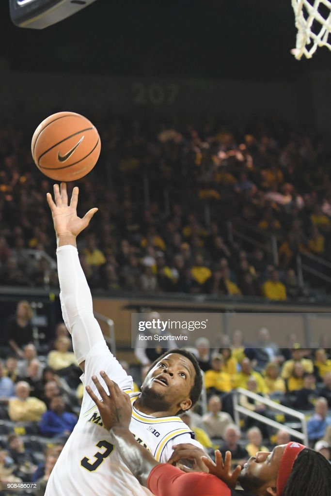 Michigan Wolverines guard Zavier Simpson (3) tries a driving layup during the Michigan Wolverines game versus the Rutgers Scarlet Knights on Sunday January 21, 2018 at Crisler Center Field in Ann Arbor, MI.