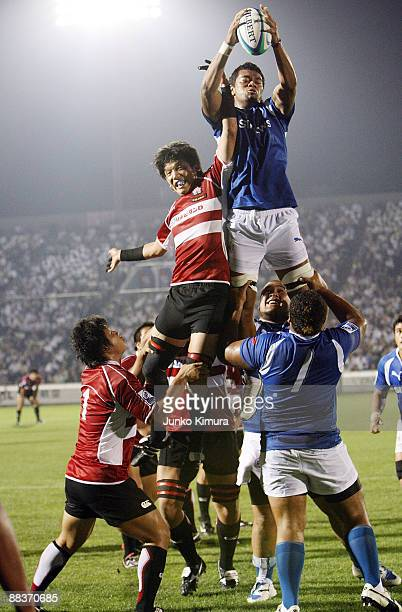 Michiro Takai of Japan and Lemalu Faatiga of Samoa in lineout action during the IRB Junior World Championship Japan 2009 match between Japan and...