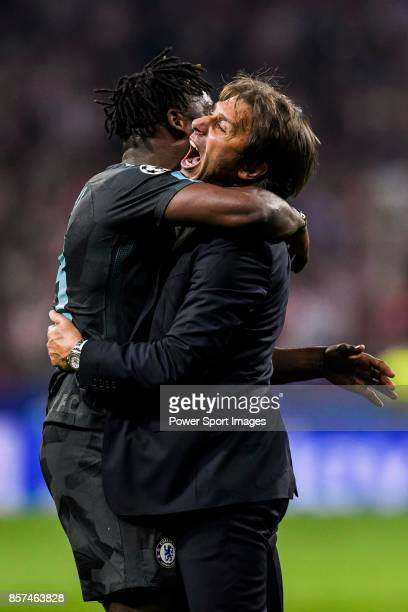 Michy Batshuayi of Chelsea FC celebrates with coach Antonio Conte during the UEFA Champions League 201718 match between Atletico de Madrid and...