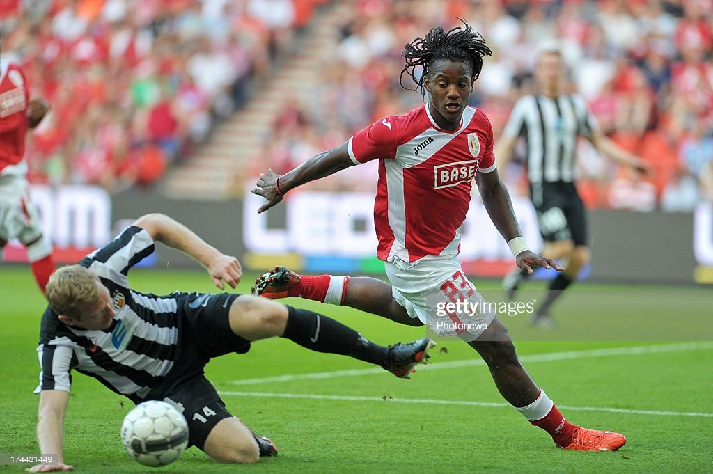 Michy Batshuayi #23 of Standard de Liege battles for the ball against Brynjar Bjorn Gunnarsson #14 of KR Reykjavik during a Europa League match on July 25 , 2013 in Liege, Belgium.
