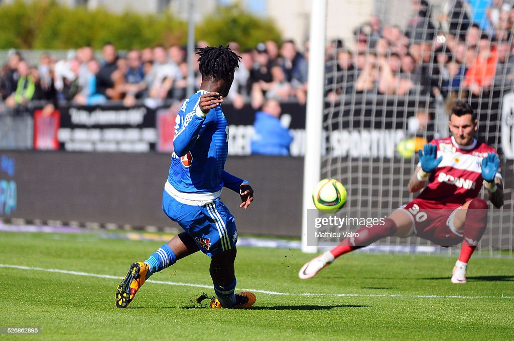 Michy Batshuayi scores during the French Ligue 1 match between Angers SCO and Olympique de Marseille on May 1, 2016 in Angers, France.
