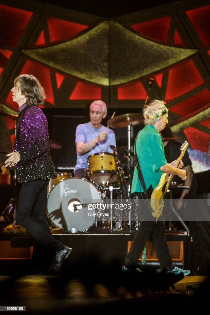 <a gi-track='captionPersonalityLinkClicked' href=/galleries/search?phrase=Mick+Jagger&family=editorial&specificpeople=201786 ng-click='$event.stopPropagation()'>Mick Jagger</a> and <a gi-track='captionPersonalityLinkClicked' href=/galleries/search?phrase=Charlie+Watts&family=editorial&specificpeople=213325 ng-click='$event.stopPropagation()'>Charlie Watts</a> and <a gi-track='captionPersonalityLinkClicked' href=/galleries/search?phrase=Keith+Richards+-+Musician&family=editorial&specificpeople=202882 ng-click='$event.stopPropagation()'>Keith Richards</a> of The Rolling Stones perform on stage at Park HaYarkon on June 4, 2014 in Tel Aviv, Israel.