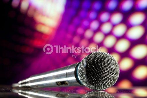 Microfono da discoteca sfondo viola foto stock thinkstock - Specchi riflessi karaoke ...