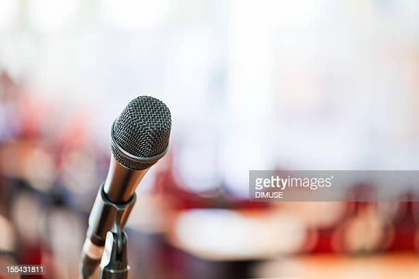 Microfono su sfondo Sfocato