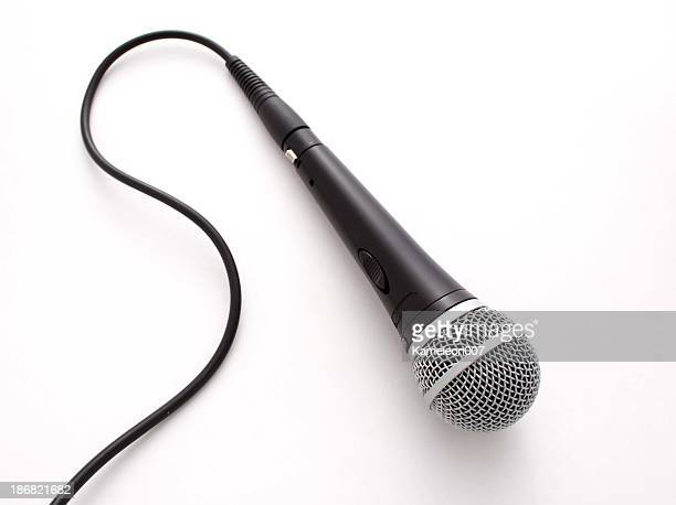 Microfono su sfondo bianco