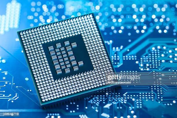 Microprocesseur, allongé sur circuit intégré