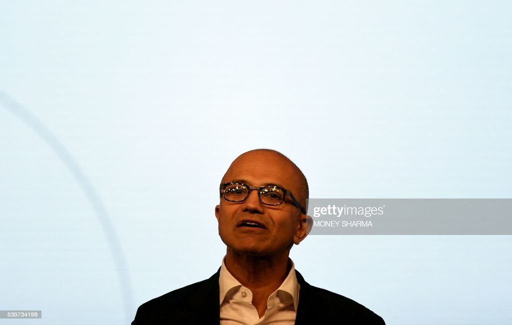 Microsoft CEO Satya Nadella speaks during a Microsoft event in New Delhi on May 30, 2016. Nadella met with Indian developers and tech entrepreneurs on his visit to India. / AFP / MONEY