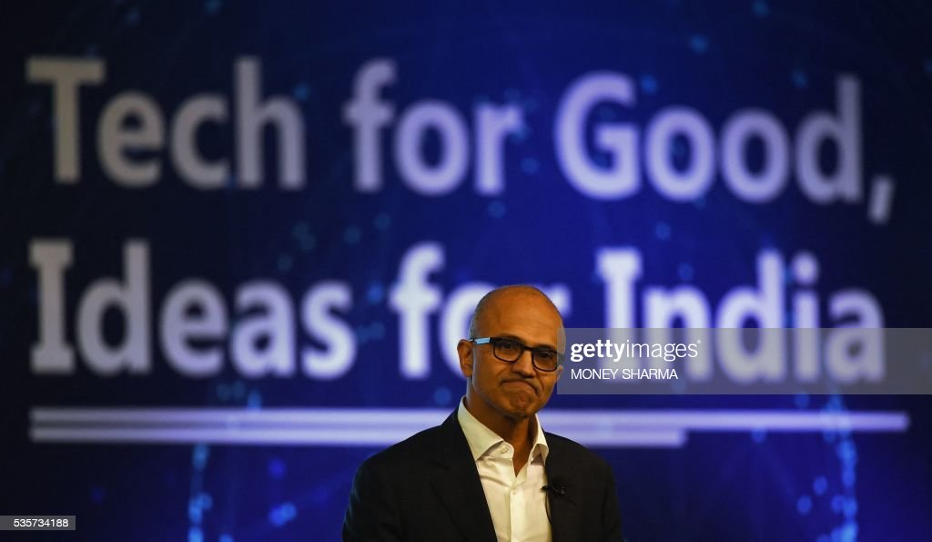 Microsoft CEO Satya Nadella takes part in a Microsoft event in New Delhi on May 30, 2016. Nadella met with Indian developers and tech entrepreneurs on his visit to India. / AFP / MONEY