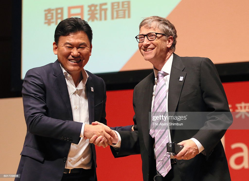 Microsoft Co-Founder <a gi-track='captionPersonalityLinkClicked' href=/galleries/search?phrase=Bill+Gates&family=editorial&specificpeople=202049 ng-click='$event.stopPropagation()'>Bill Gates</a> (R) and Japanese online shopping mall giant Rakuten CEO <a gi-track='captionPersonalityLinkClicked' href=/galleries/search?phrase=Hiroshi+Mikitani&family=editorial&specificpeople=2208204 ng-click='$event.stopPropagation()'>Hiroshi Mikitani</a> shake hands during the symposium at Hamarikyu Asahi Hall on December 16, 2015 in Tokyo, Japan.