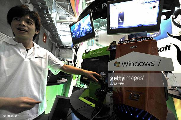 A Microsoft employee demostrates the leatest Window 7 operation system during the Computex fair in Taipei on June 2 2009 Asia's biggest information...