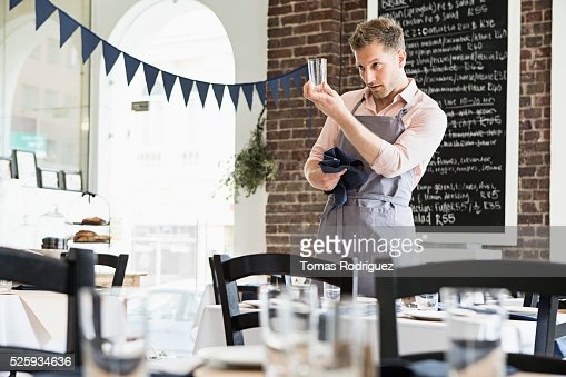 Mid adult man inspecting glass : Stockfoto