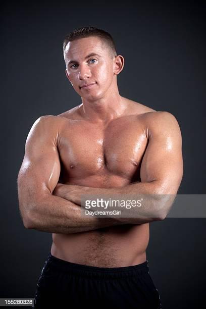 Uomo di mezza età riposo da allenamento
