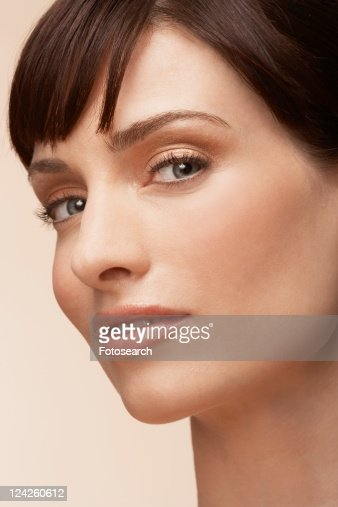 Mid adult woman (portrait)