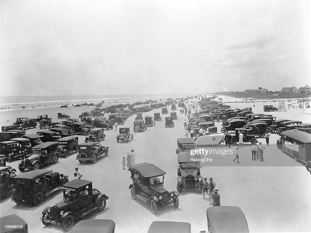 Speed record attempts drew huge crowds of people to Daytona Beach even in the middle of winter