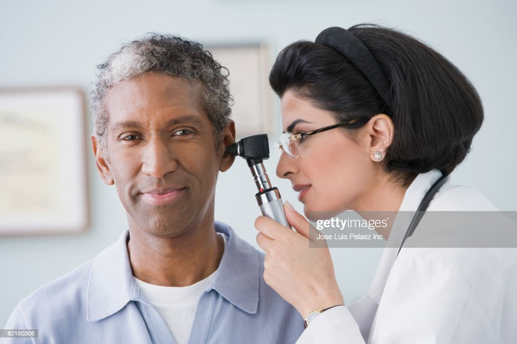 Middle Eastern female doctor examining patient : Stock Photo