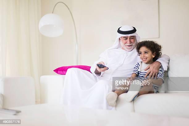 中東の祖父テレビ鑑賞に孫をご自宅にお持ち帰りいただけます。