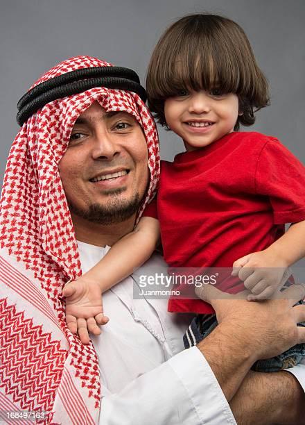 Homme Moyen-Orient avec son fils