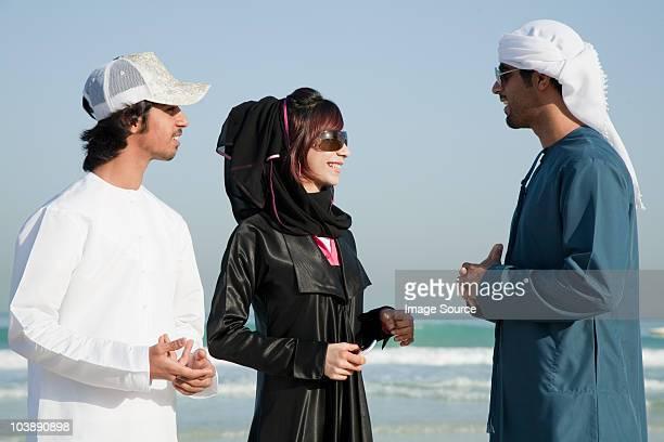 Oriente medio de personas en la playa