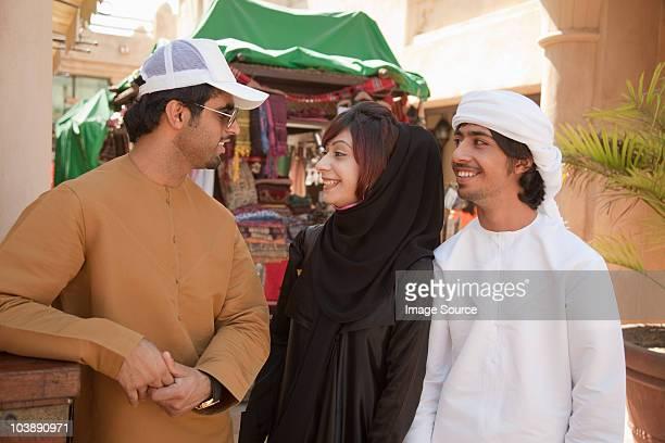 Oriente Medio personas hablando juntos