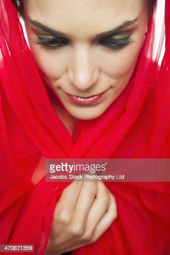 middle eastern single women in bandana Pour télécharger et voir les films en streaming gratuitement sur notre site enregistrer vous gratuitement.