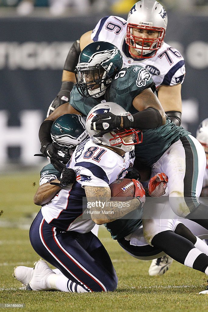 Middle linebacker Jamar Chaney of the Philadelphia Eagles tackles tight end Aaron Hernandez of the New England Patriots during a game on November 27...
