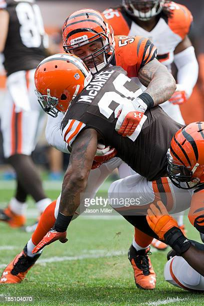 Middle linebacker Rey Maualuga and defensive end Carlos Dunlap of the Cincinnati Bengals tackle running back running back Willis McGahee of the...